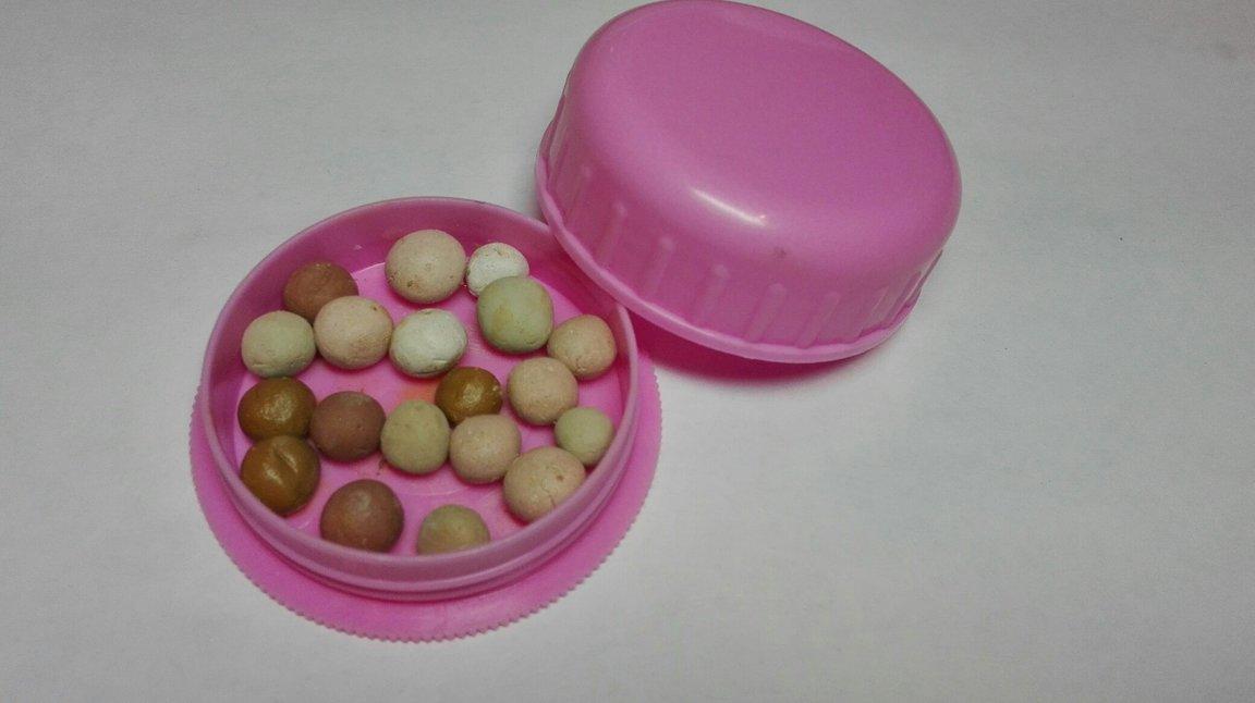 Минеральная пудра в разноцветных шариках
