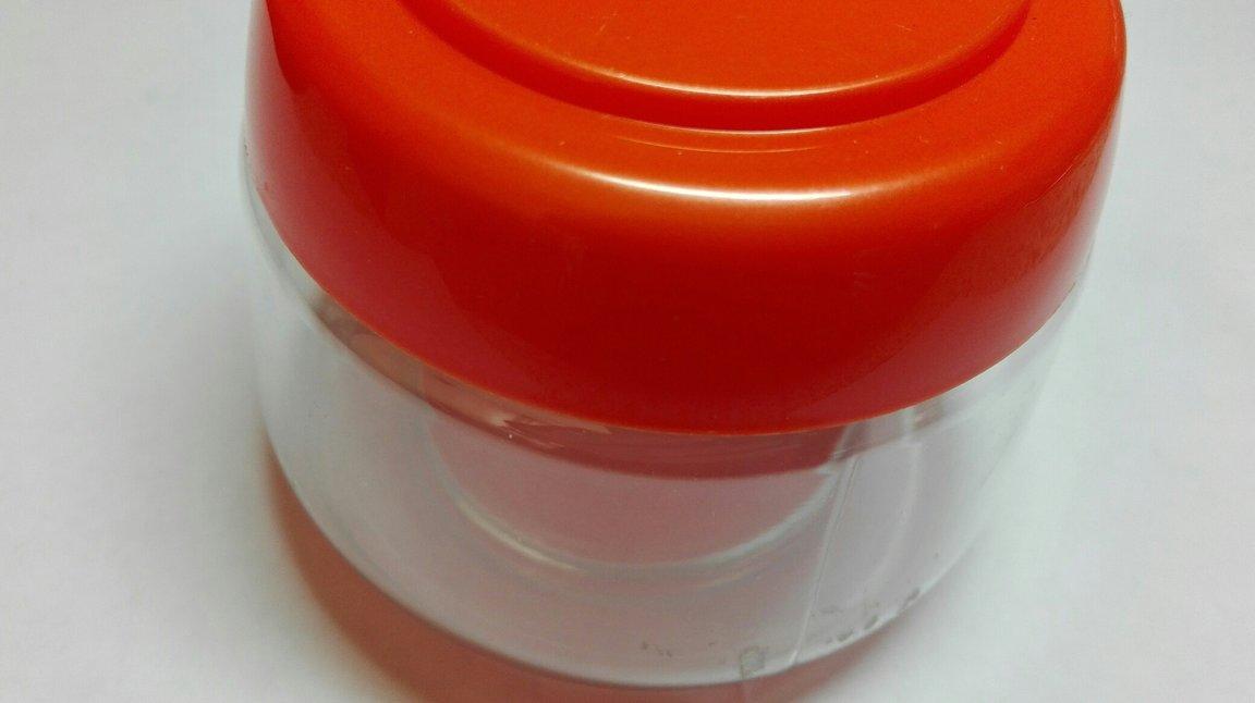 Баночка с оранжевой крышкой